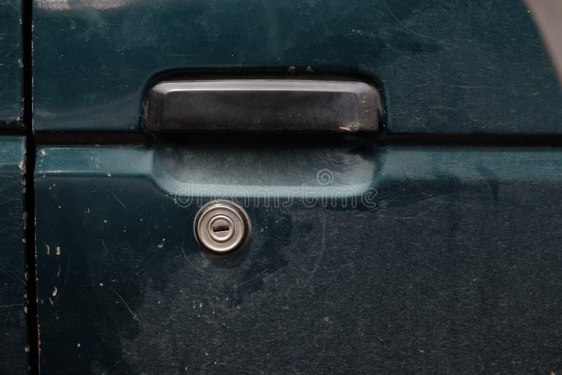Porte verte verrouillée du ` s de voiture photographie stock