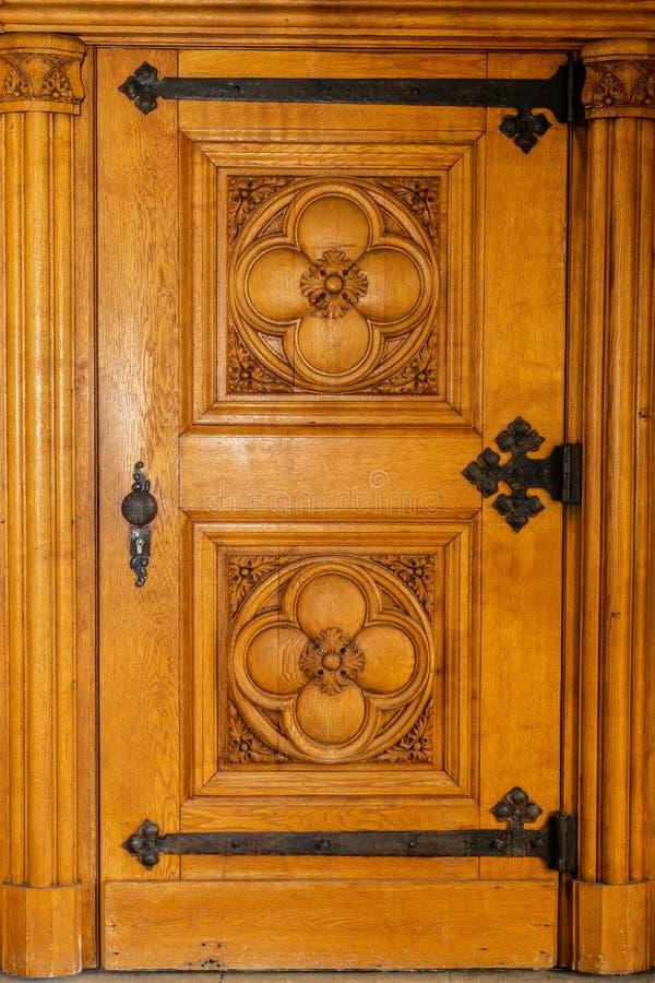Porte woodcut En bois entrée vieux photographie stock libre de droits