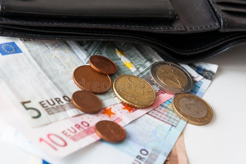 Portefeuille met euro geld stock afbeelding