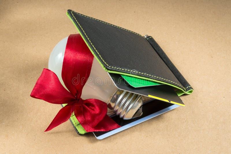 Portefeuille noir avec des cartes de crédit, intérieur vert Idée pour des affaires image stock