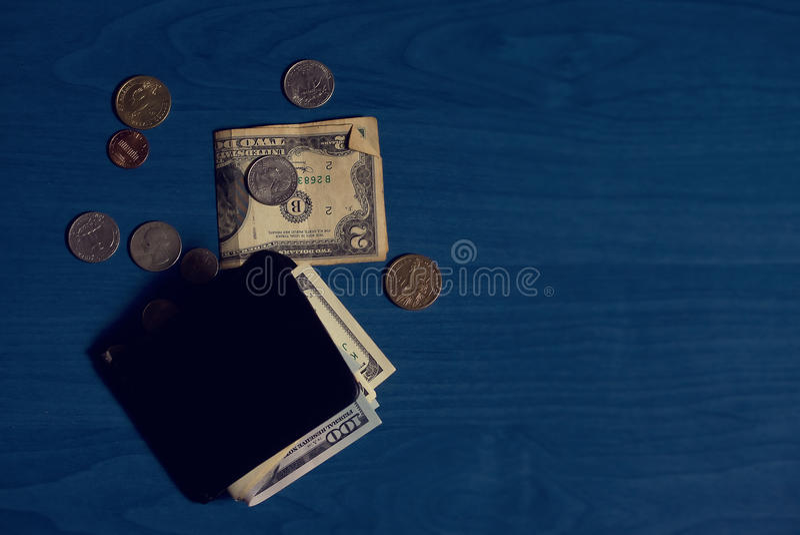 Portefeuillebankbiljetten en muntstukken royalty-vrije stock afbeelding