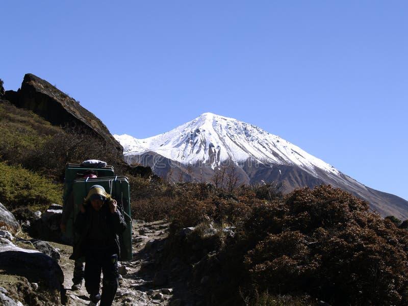 Porteiros em Langtang que Trekking imagem de stock