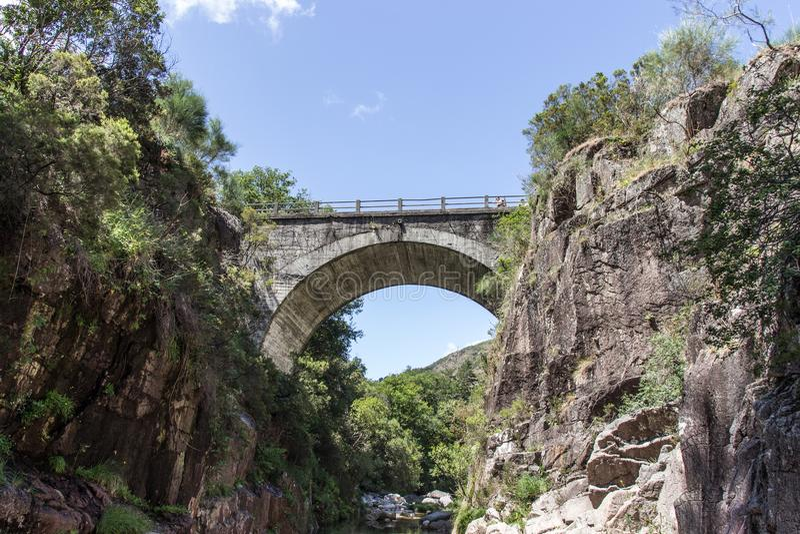 Portela делает мост Homem в Geres, Португалии 2 стоковые изображения