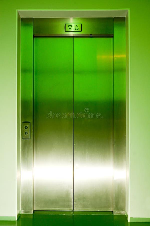 Portelli chiusi dell'elevatore fotografia stock