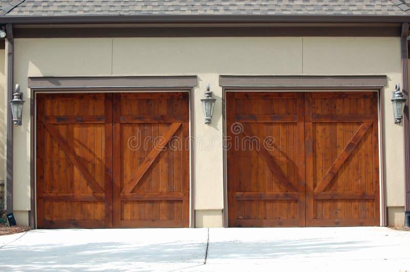 Portelli del garage fotografie stock libere da diritti