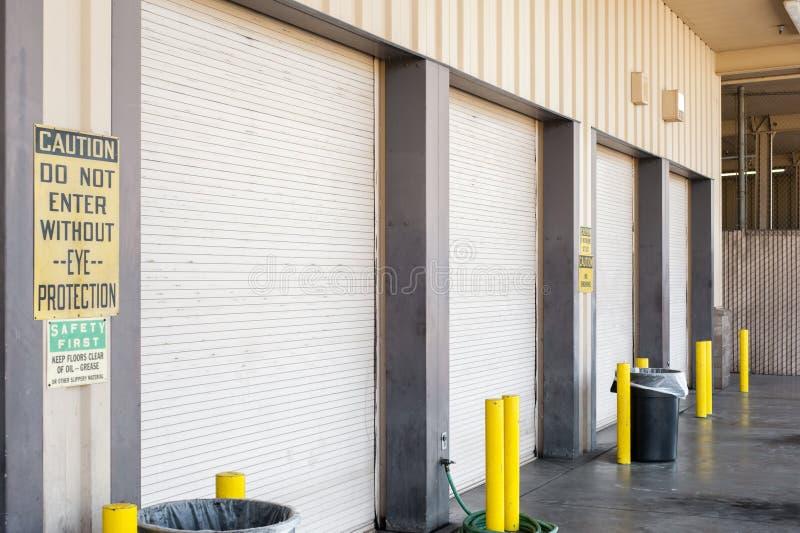 Portelli del garage immagini stock