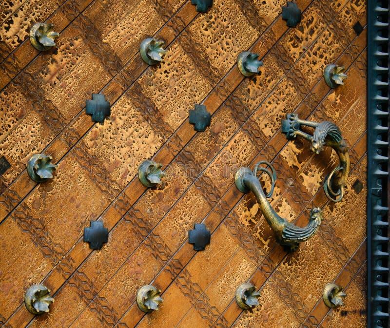 Portello antico di legno della chiesa fotografia stock libera da diritti