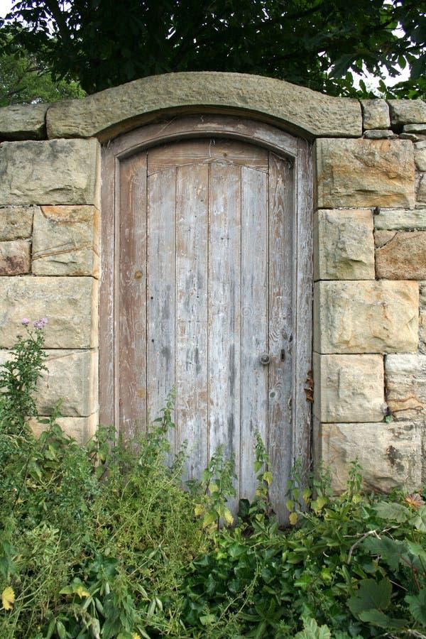 Portello del giardino segreto fotografia stock libera da diritti