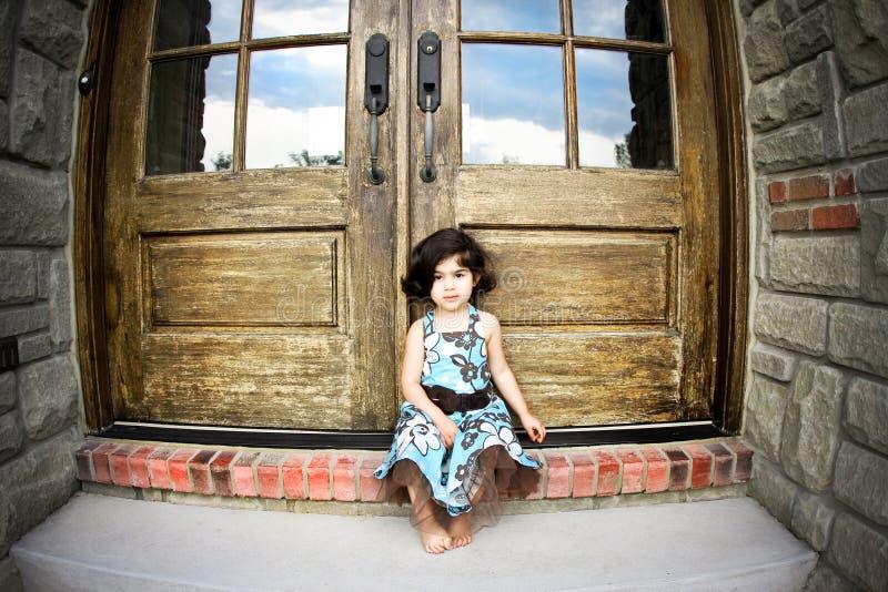 Portello dell'oggetto d'antiquariato e del bambino fotografia stock