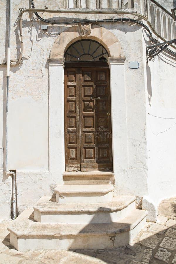 Portello di legno Ceglie Messapica La Puglia L'Italia immagine stock libera da diritti