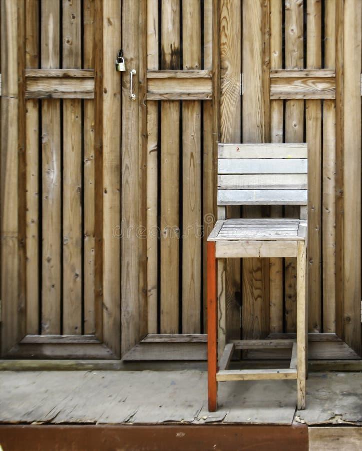 Portello di legno con locked fotografia stock libera da diritti