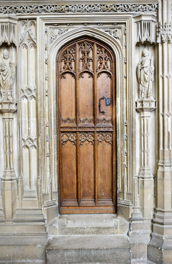 Portello di legno della cattedrale fotografie stock