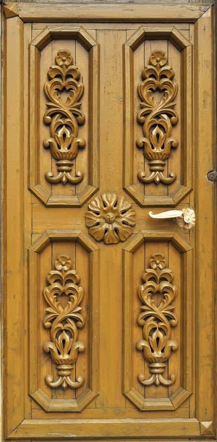 Portello di legno intagliato fotografia stock immagine