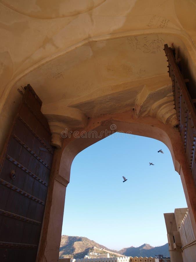 Portello posteriore della fortificazione ambrata a Jaipur, India immagini stock
