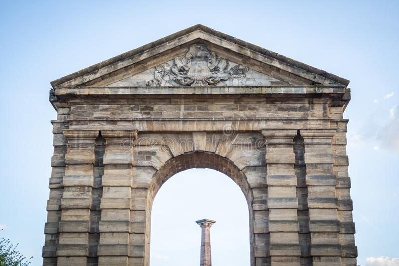 Porten av Aquitaine Victory Square med dess forntida triumf- båge royaltyfria foton