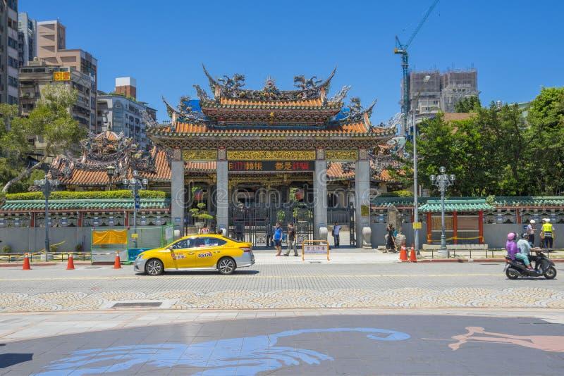 Porten av den Longshan templet i Taipei, Taiwan royaltyfria bilder