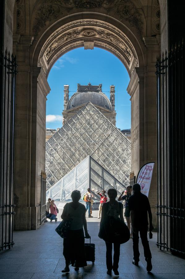 Porten av Louvre royaltyfri fotografi