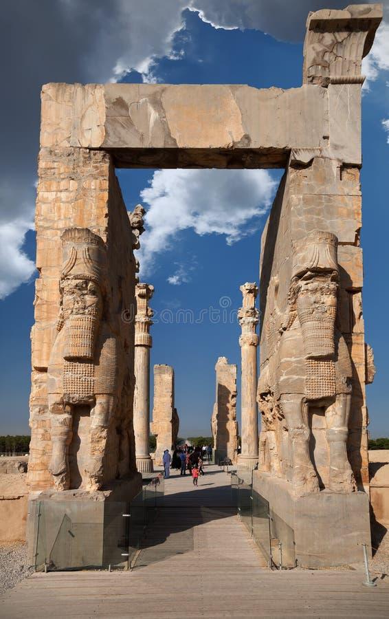 Porten av Xerxes Palace i fördärvar av forntida Persepolis royaltyfri fotografi