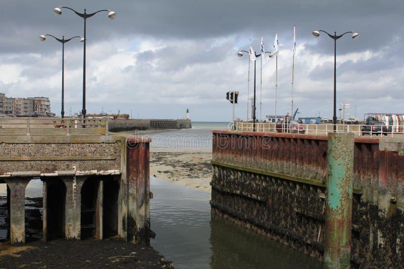 Porten i le treport Normandie Frankrike royaltyfria foton