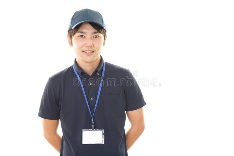 Portero asiático sonriente imagen de archivo libre de regalías