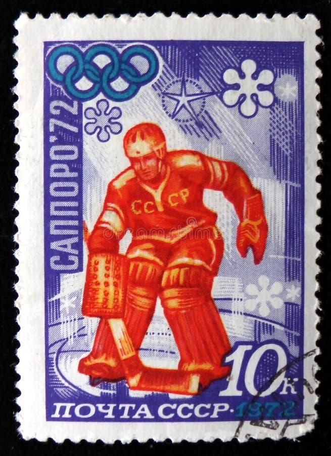 portero del equipo de hockey, dedicado a los juegos de olimpiada de invierno en Sapporo, Japón, serie, circa 1972 fotografía de archivo