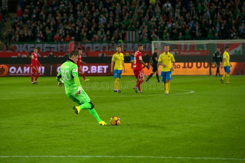 Portero Sergey Pesyakov 30 en el partido de fútbol fotos de archivo