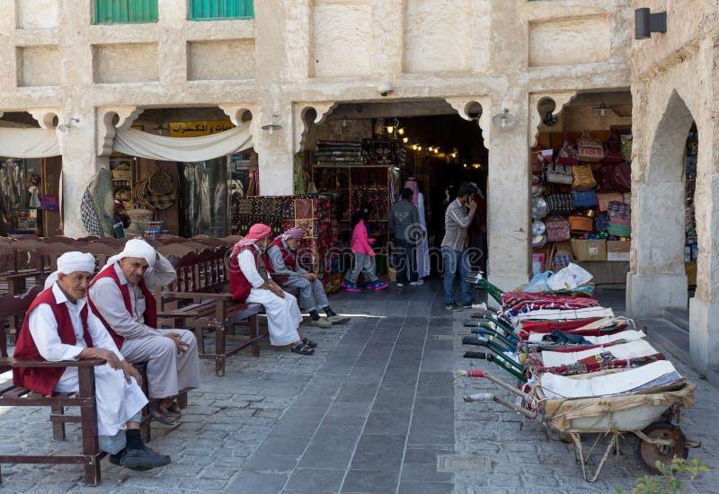 Porteros de Souq en Doha fotos de archivo