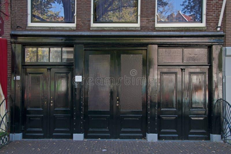 Portes à deux battants du bâtiment chez Prinsengracht 263 à Amsterdam, qui a donné l'accès à l'entrepôt sur le rez-de-chaussée photographie stock libre de droits