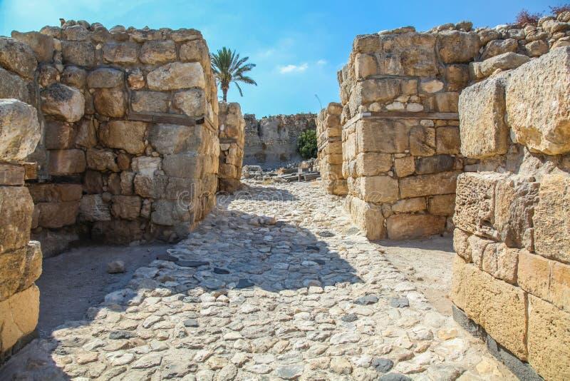 Portes antiques d'entrée à Megiddo photographie stock