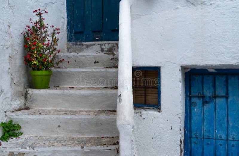 Portes bleues dans Mojacar image stock