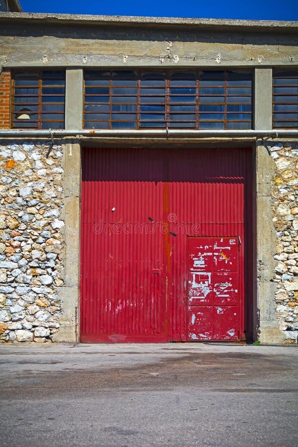 Portes coulissantes rouges photo stock