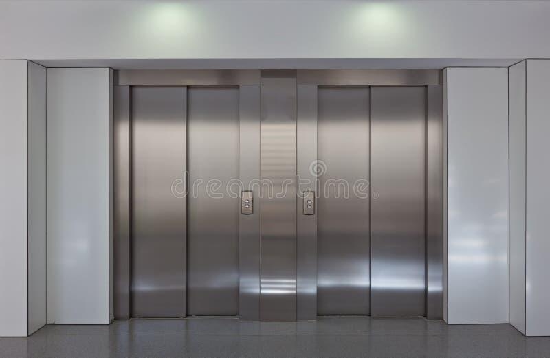 Portes d'ascenseur photographie stock