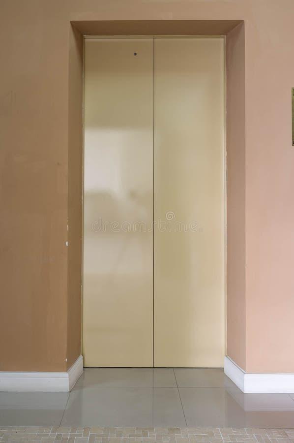 Portes d'ascenseur images stock