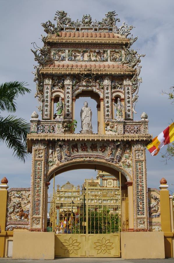 Portes dans le temple du Bouddha, Vietnam, MuiNe, PhanThiet image libre de droits