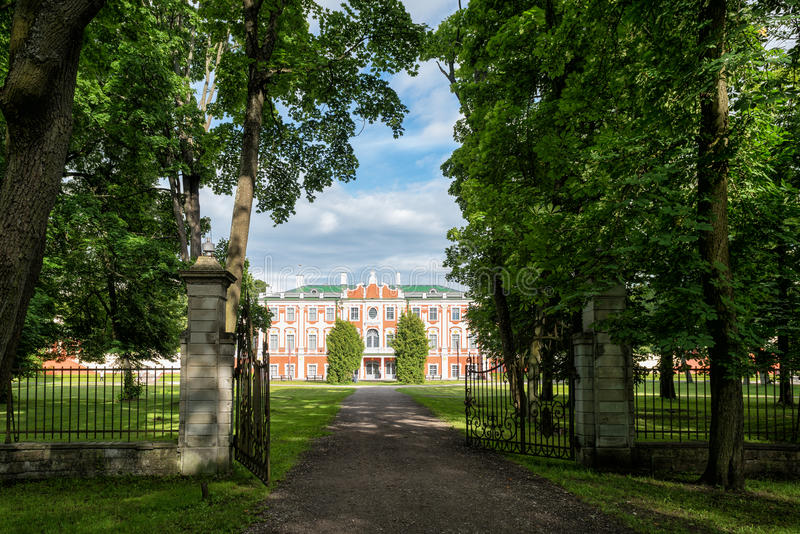 Download Portes Du Palais De Kadriorg Photo stock - Image du ville, été: 76087962