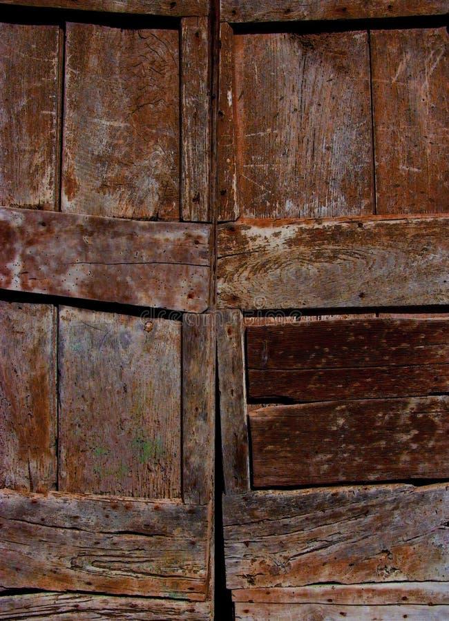 Portes en bois avec le grain âgé et la couleur riche images stock