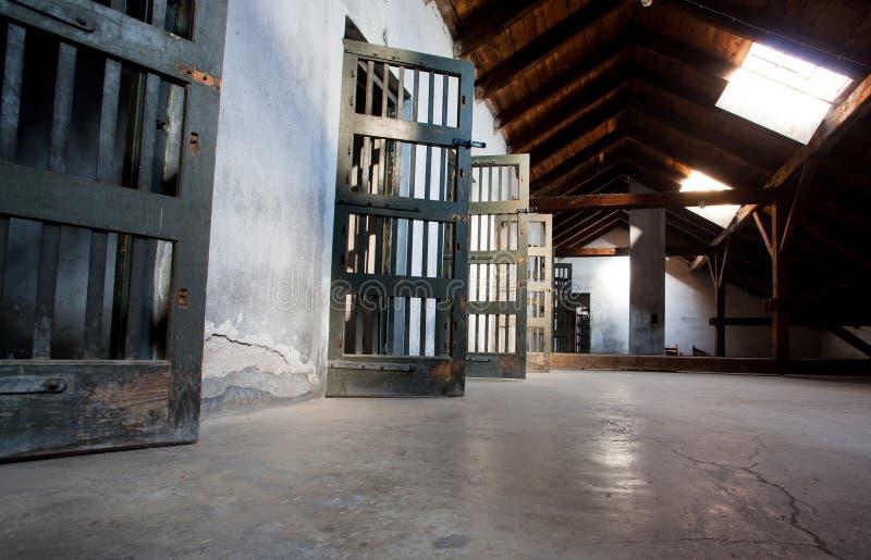 Portes en bois d'une prison photo libre de droits