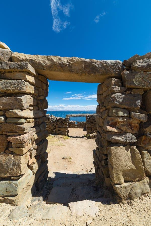 Portes en pierre sur l'île du Sun, lac Titicaca, Bolivie photographie stock