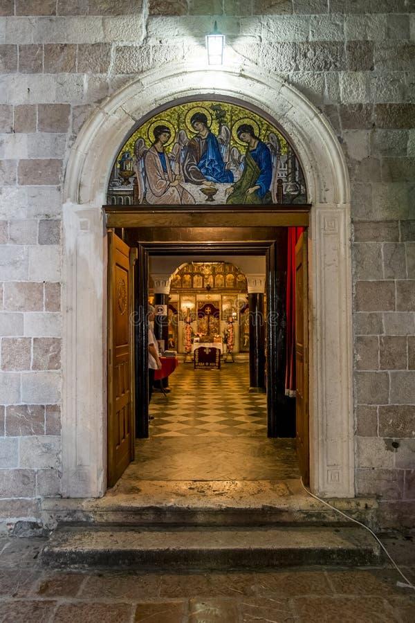 Portes et intérieur de l'église de la trinité sainte dans le vieux image libre de droits