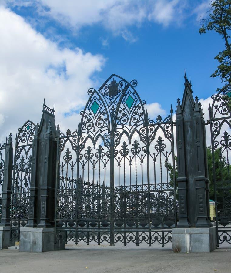 Portes forgées près de la Chambre N I Sevastyanova région à Iekaterinbourg, Sverdlovsk image stock