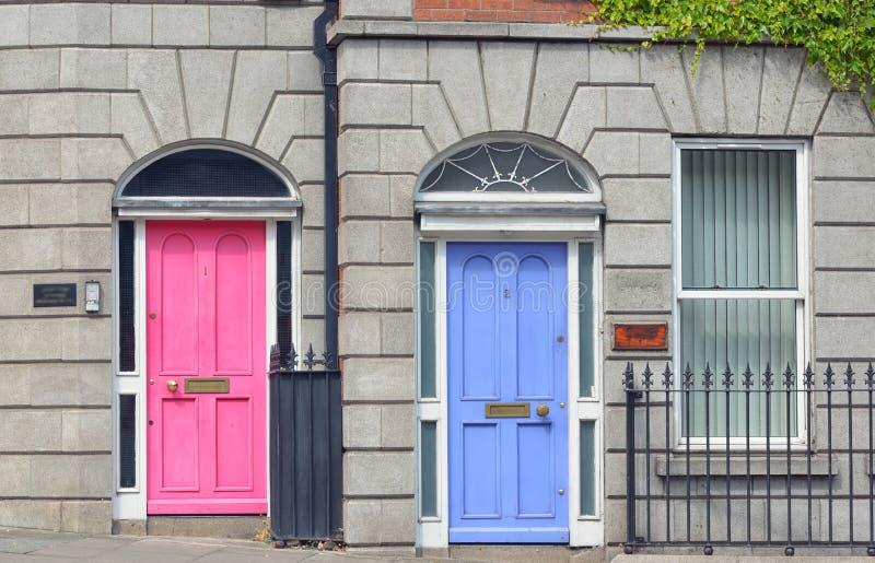 Portes géorgiennes dans la ville de Dublin image stock