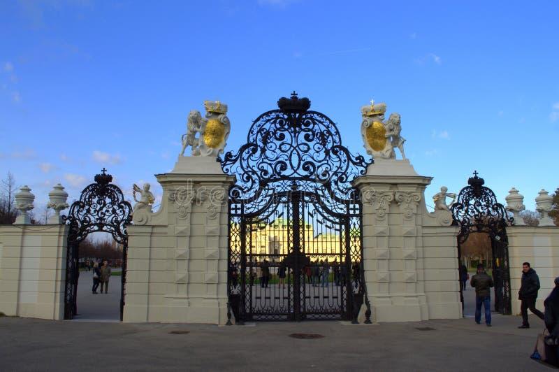 Portes majestueuses de fer travaillé images libres de droits