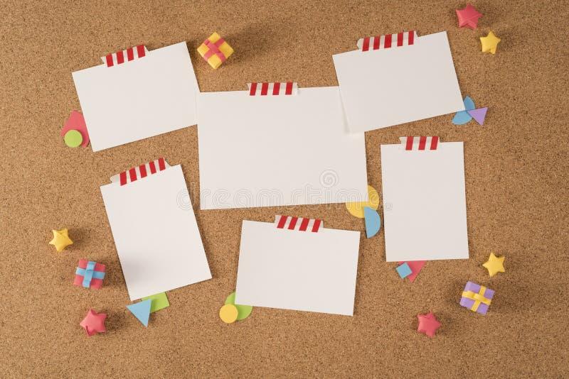 Portfólio de papel do molde da observação da cortiça da placa do escritório da nota imagem de stock