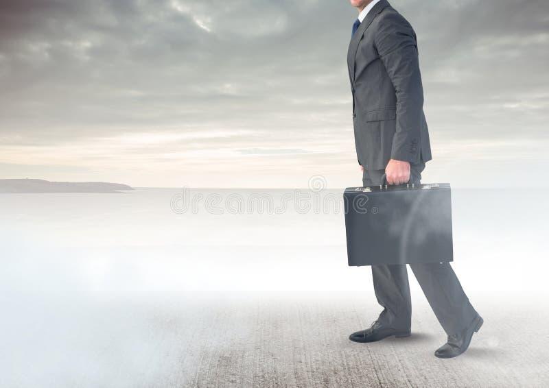 Portfölj och moln för affärsman hållande royaltyfri foto
