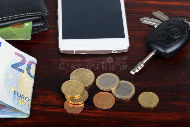 Portfel z pieniądze i smartphone fotografia royalty free