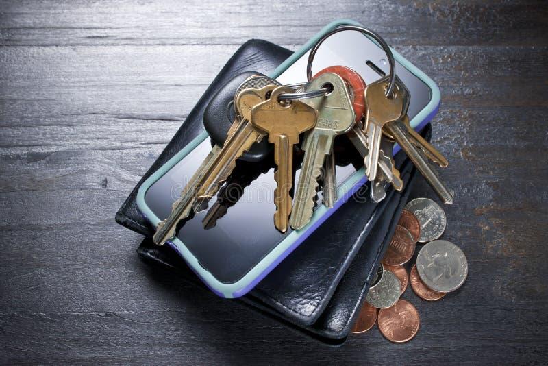 Portfli kluczy pieniądze telefon komórkowy fotografia stock