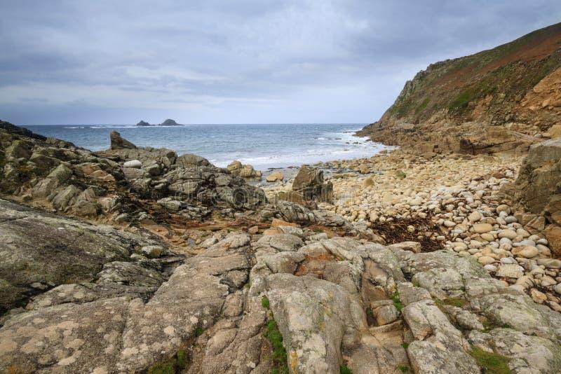 Porth Nanven liten vik Cornwall UK royaltyfria bilder