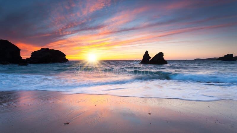 Download Porthcothan Zatoki Zmierzch Obraz Stock - Obraz złożonej z england, ocean: 41955391