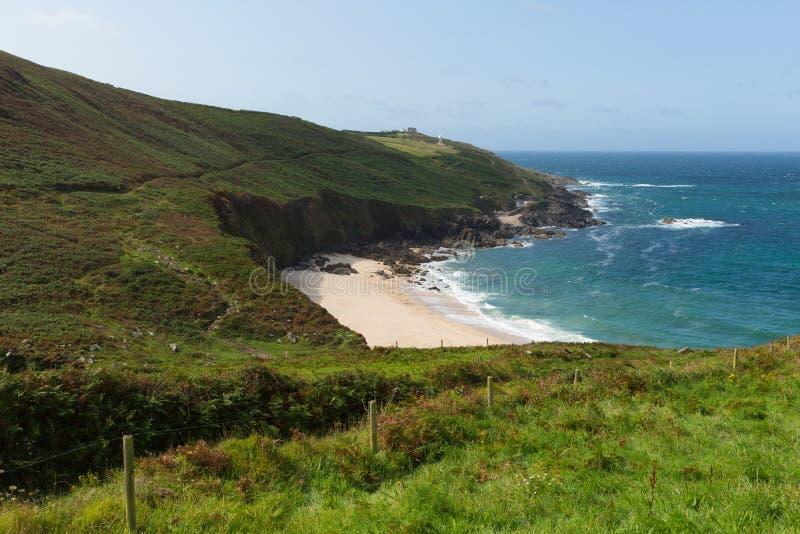 Portheras zatoczka Cornwall odosabniał plaża chującego klejnot na Kornwalijskich brzegowych południe Za zachód od St Ives zdjęcie stock