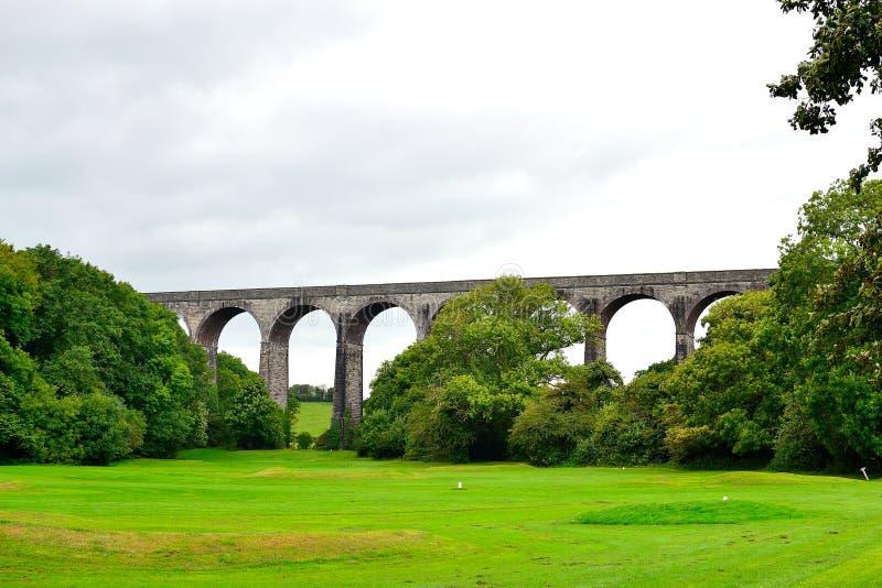 Porthkerry Viaduct è un ponte viadotto ferroviario vicino Barry nella valle di Glamorgan, Galles fotografia stock libera da diritti